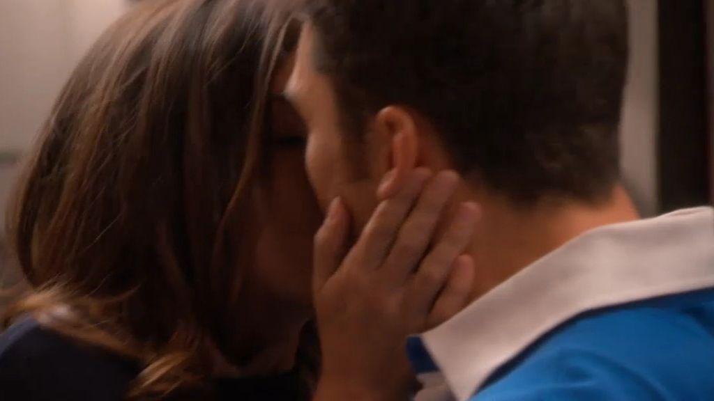 ¡Natalia se besa con Raúl!