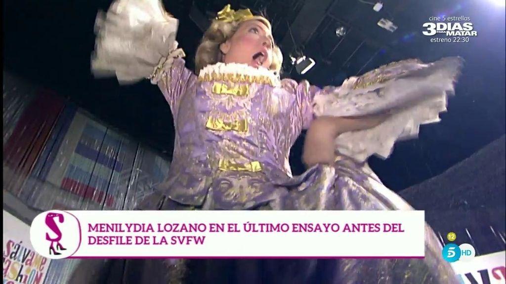 'Menina Lozano' prepara el desfile de mañana saltando en una cama elástica