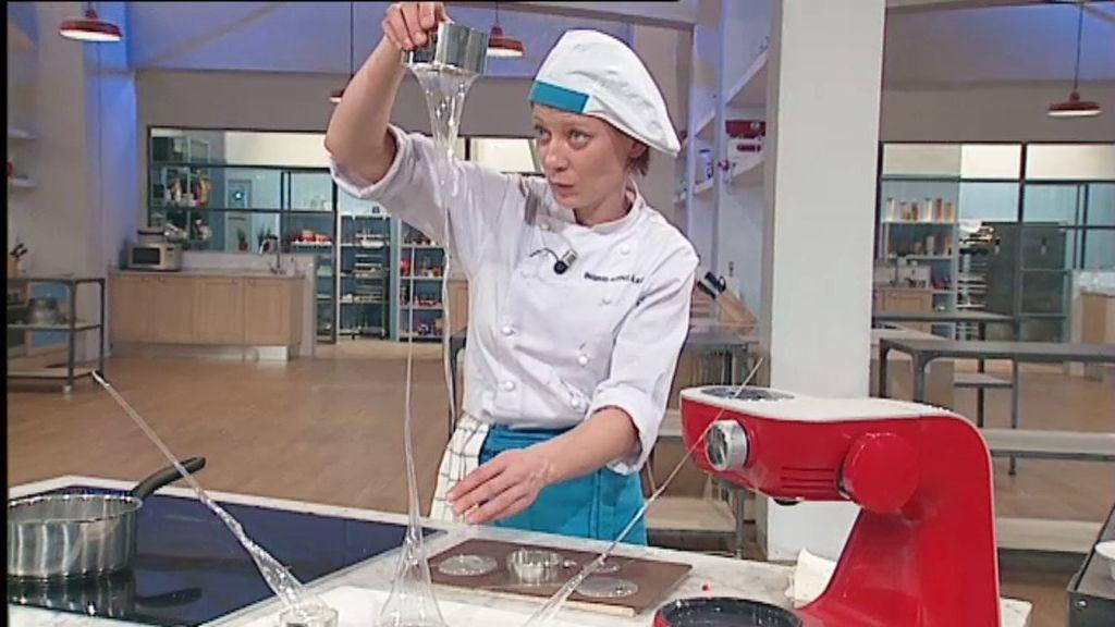 Cara  a cara: Ingrid y Leo preparan una campana de caramelo isomalt
