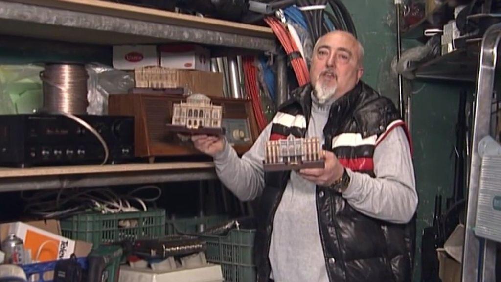 Instalador eléctrico vende réplicas de templos de la música
