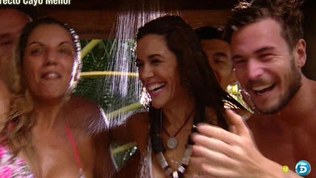 Raquel se desmelena en la ducha de 'SV'