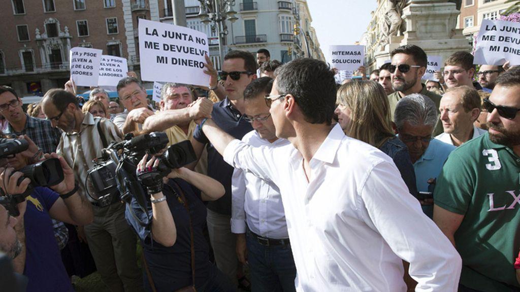 Escrache a Pedro Sánchez durante un paseo electoral en Málaga