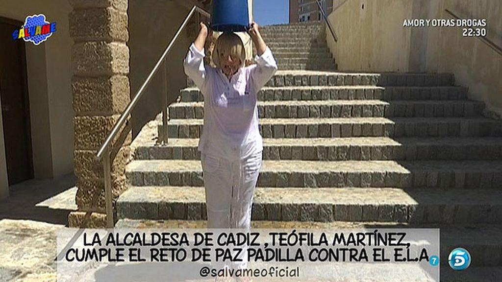 Teófila Martínez acepta el reto de Paz Padilla y se moja por la ELA