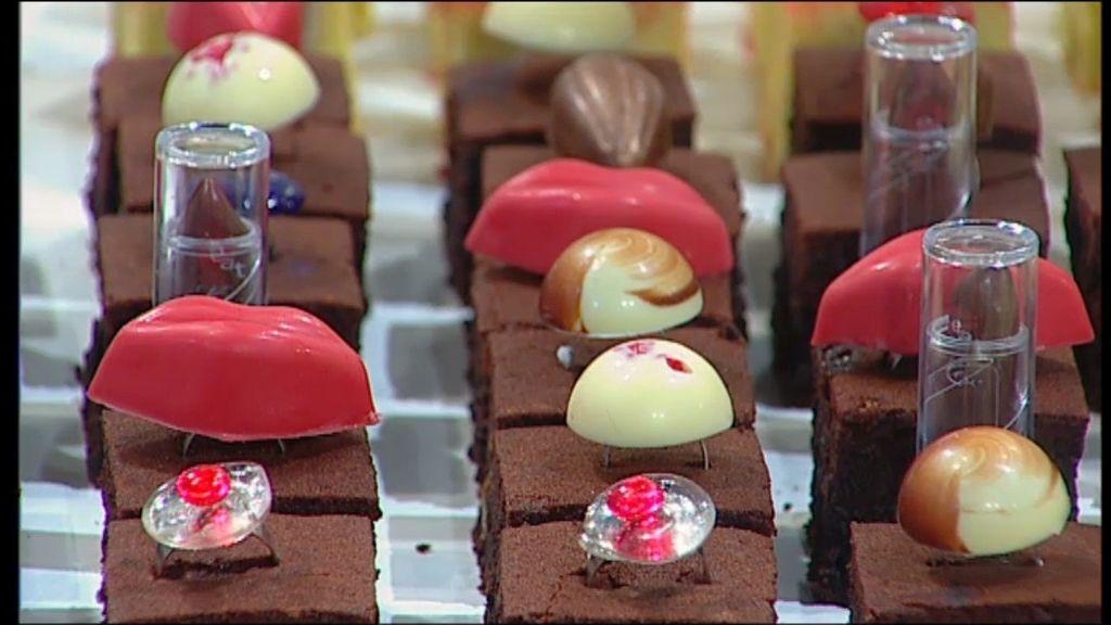 El postre más fashion: Pintalabios, besos rojos y anillos de chocolate