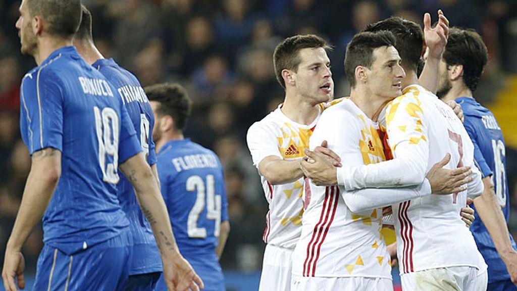 Morata obliga a hacer un paradón a Buffon y Aduriz empata con un gol de '9'