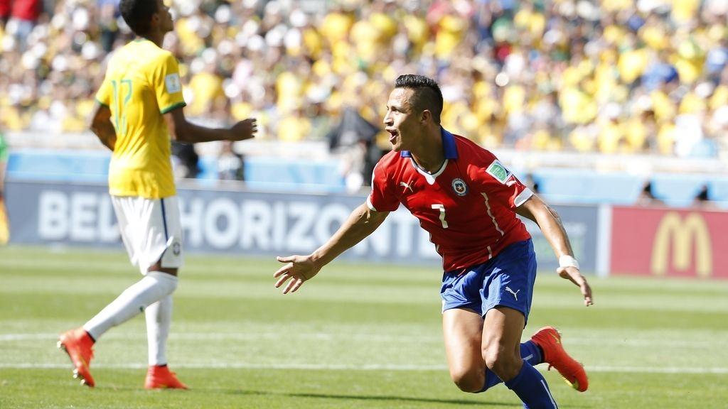 Alexis aprovecha un error para empatar (1-1)