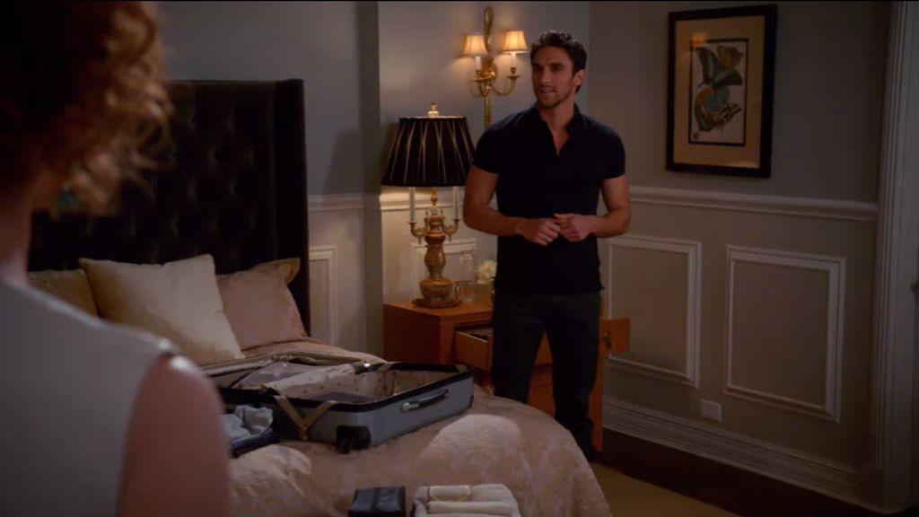 La mudanza de Tony a la habitación de Evelyn sin su permiso