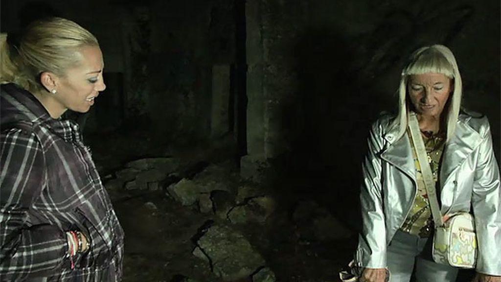 La médium percibe algo extraño justamente en la piedra en la que aparecen los niños
