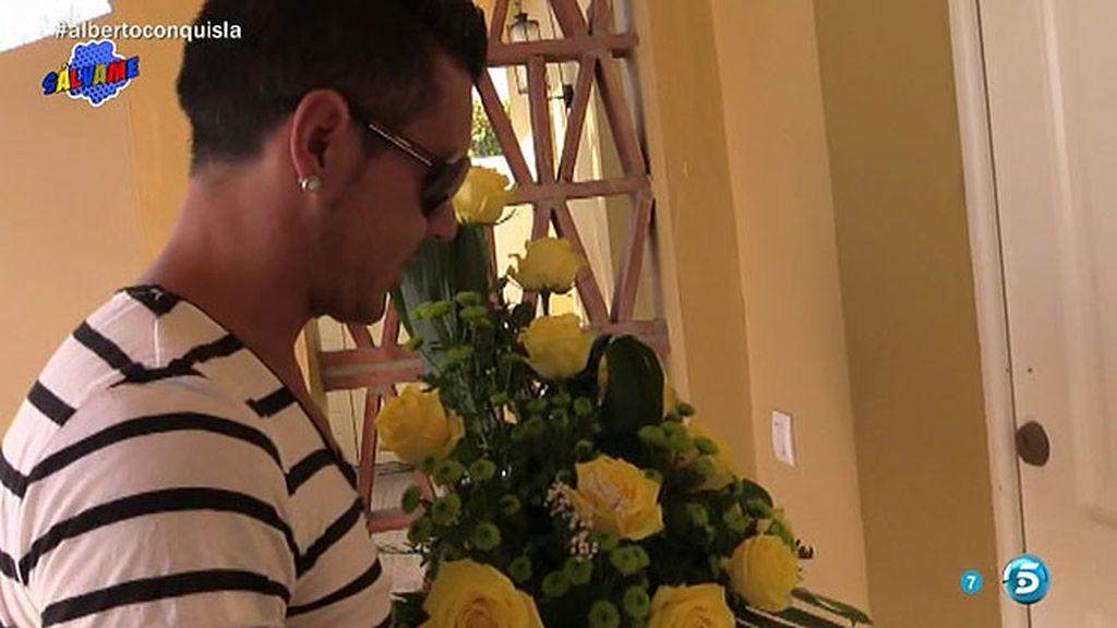 ¿Quién envía flores a Chabelita?