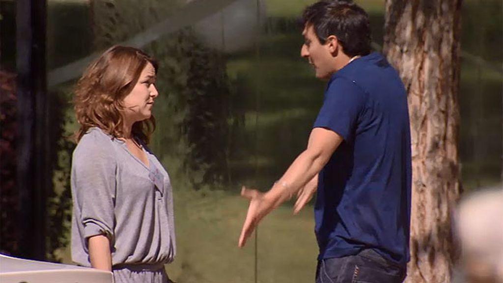 Satur se presenta por 'casualidad' en el seminario de solteros de Lucía