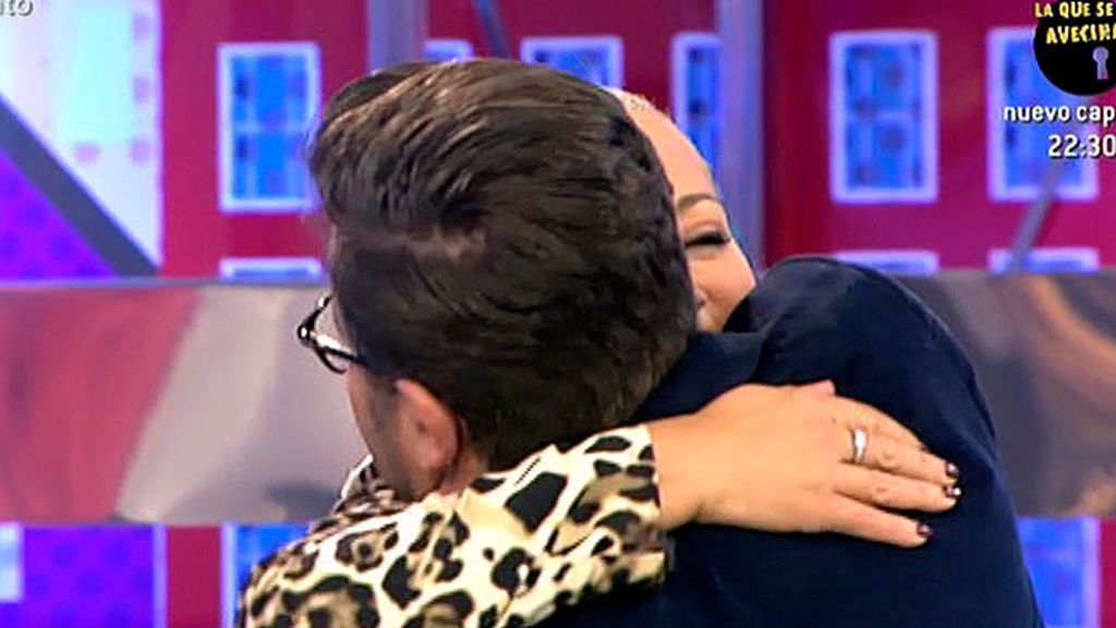Emotivo abrazo entre J.J. y Belén Esteban