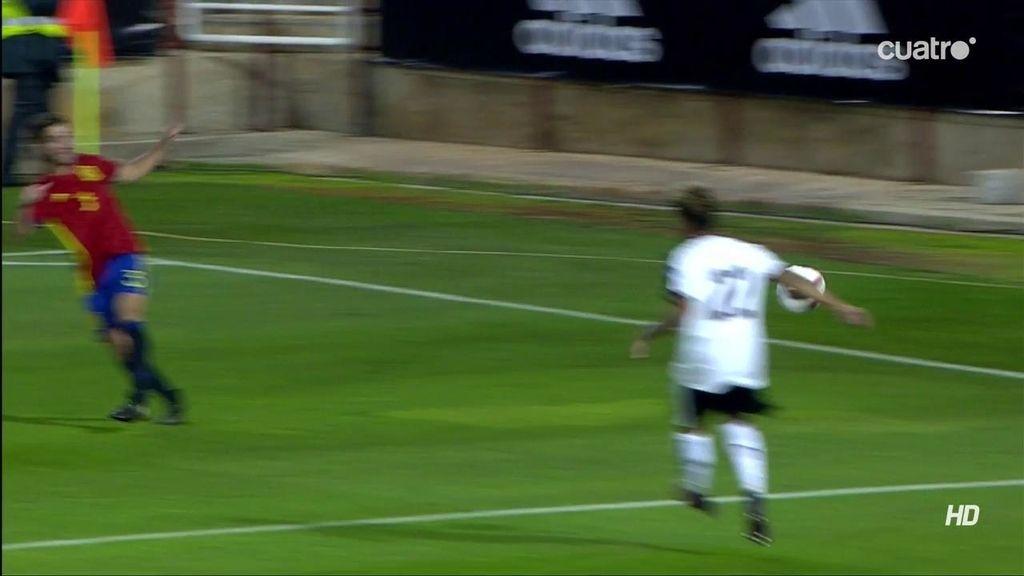 ¡Penalti a favor de España que no vio el árbitro! El balón le dio en la mano