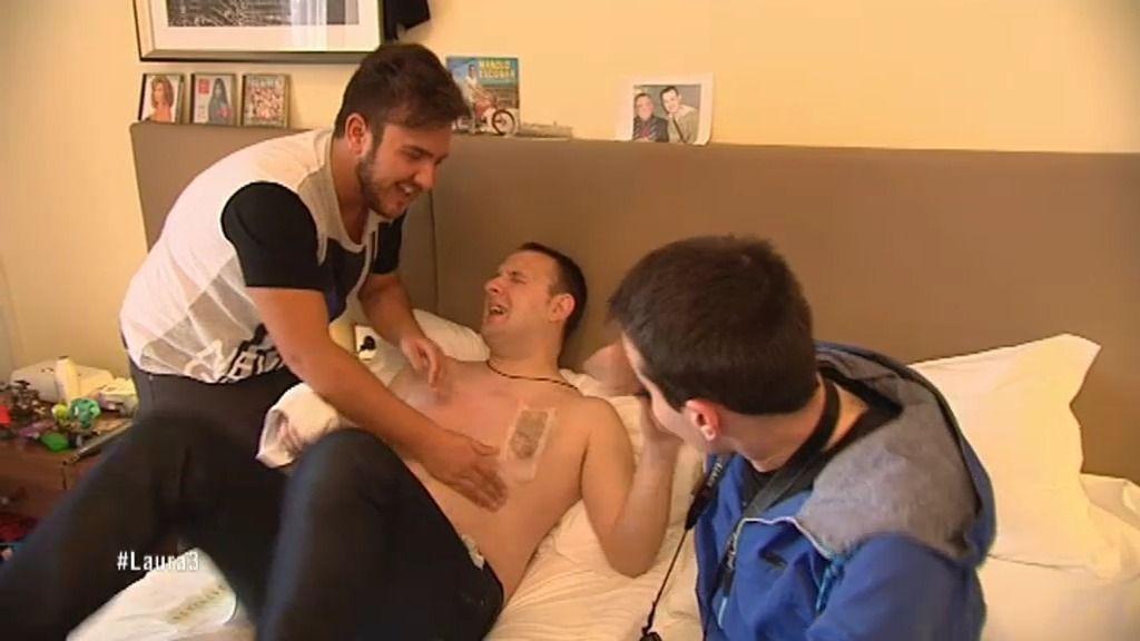 César Rey sufre el dolor de la depilación