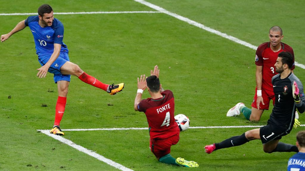 ¡Al palo Gignac! El francés pudo marcar el gol de la victoria