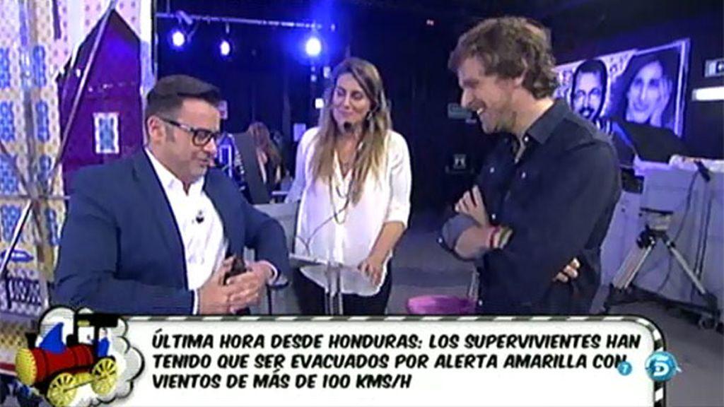 J.J coquetea con Álvaro de la Lama