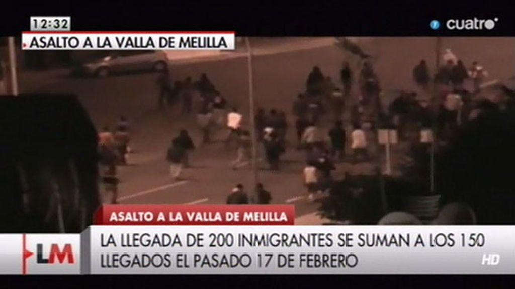 Llegan más de 200 inmigrantes a Melilla en el mayor asalto a la valla desde 2005