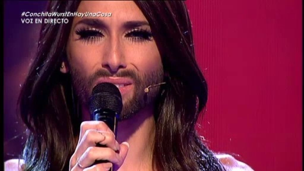 Conchita Wurst interpreta 'Rise like a phoenix'