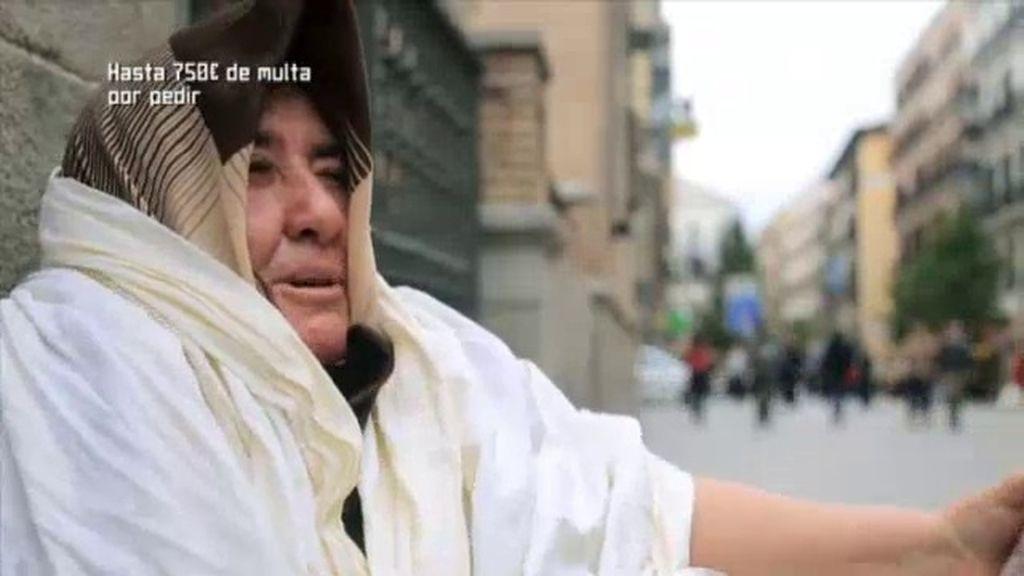 """Una indigente: """"Es una vergüenza que nos quieran multar por dormir en la calle"""""""