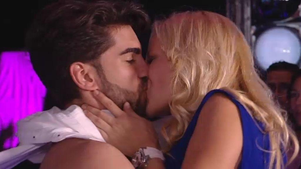 La noche confunde a Markus: besa a todas sus pretendientas en una noche de fiesta