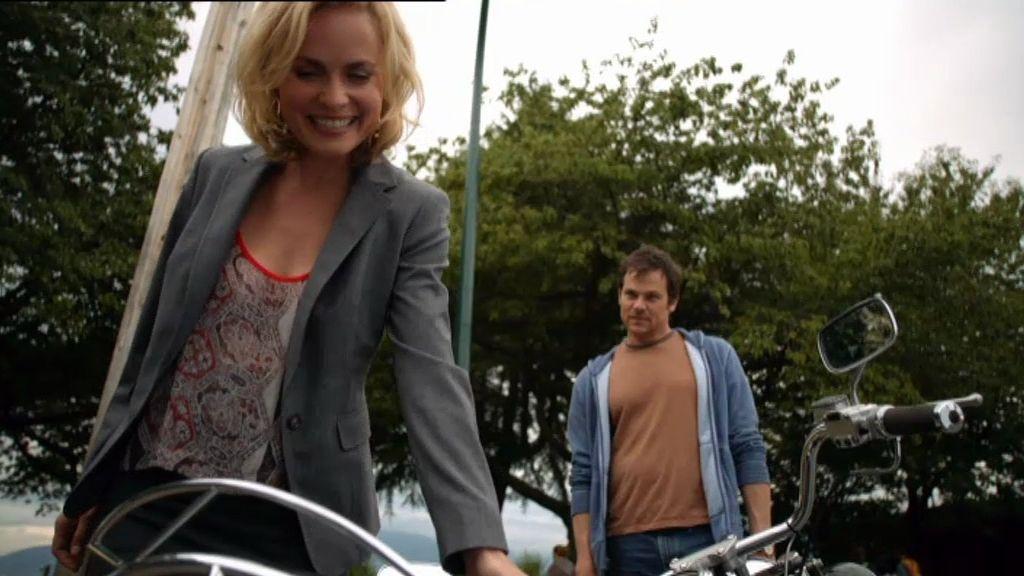 Marta se hace pasar por 'Kate' para seducir a Bob y poder sobornarle
