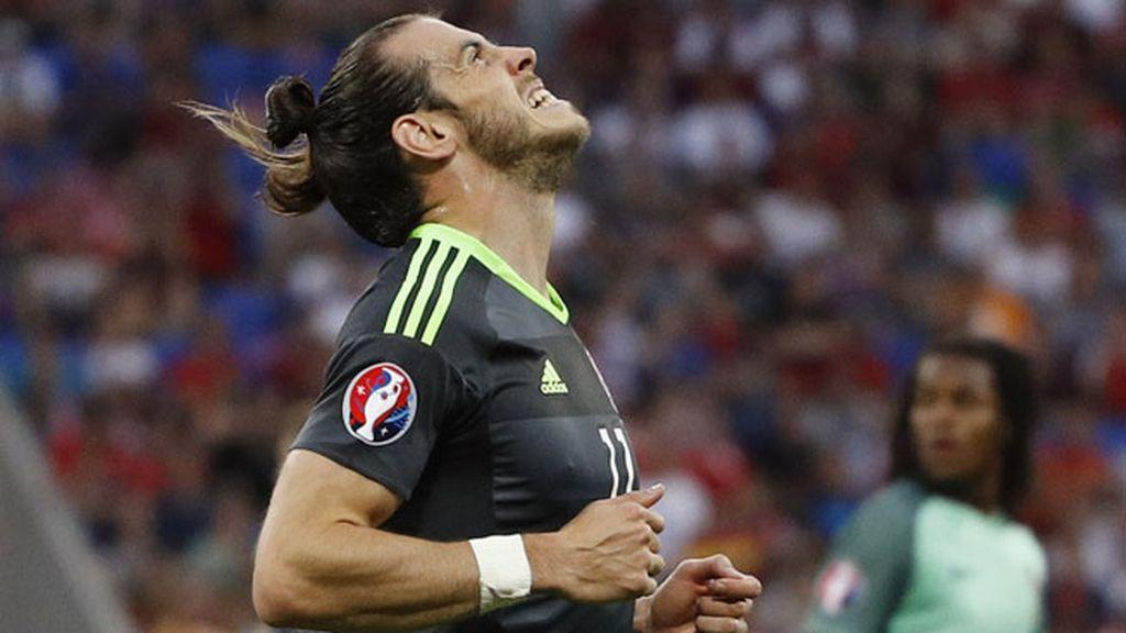 Arrancada de Bale desde su campo y tiro a puerta que le salió muy centrado