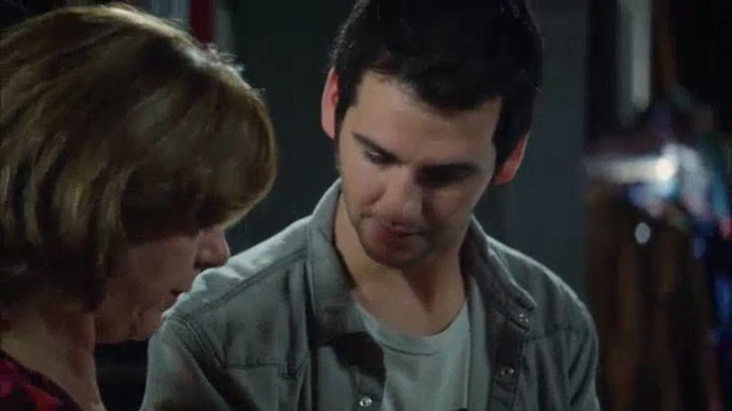 La madre de Juan visita la redacción y ¡Mario descubre que tiene Parkinson!