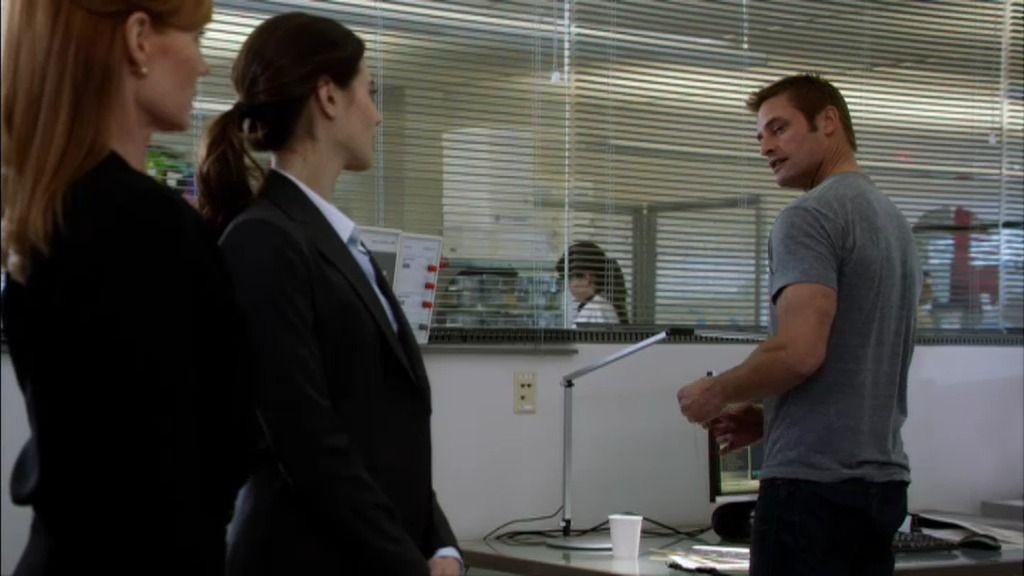 """Gabriel, a Riley: """"¿Te toca seguir a un diablillo simpático con un microchip en el cerebro?"""""""