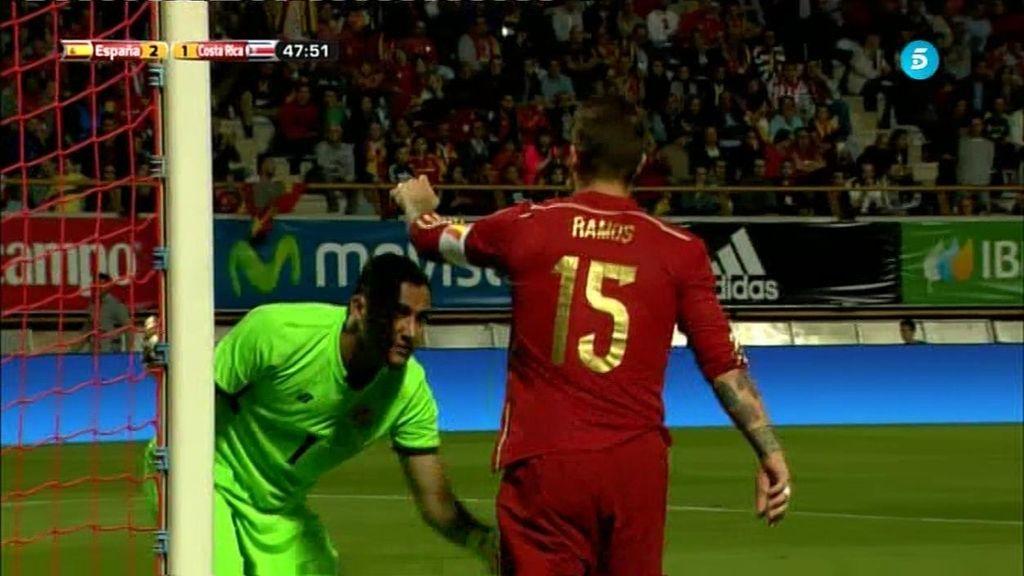 ¡Keylor Navas hace lo imposible y saca dos goles cantados a Sergio Ramos!