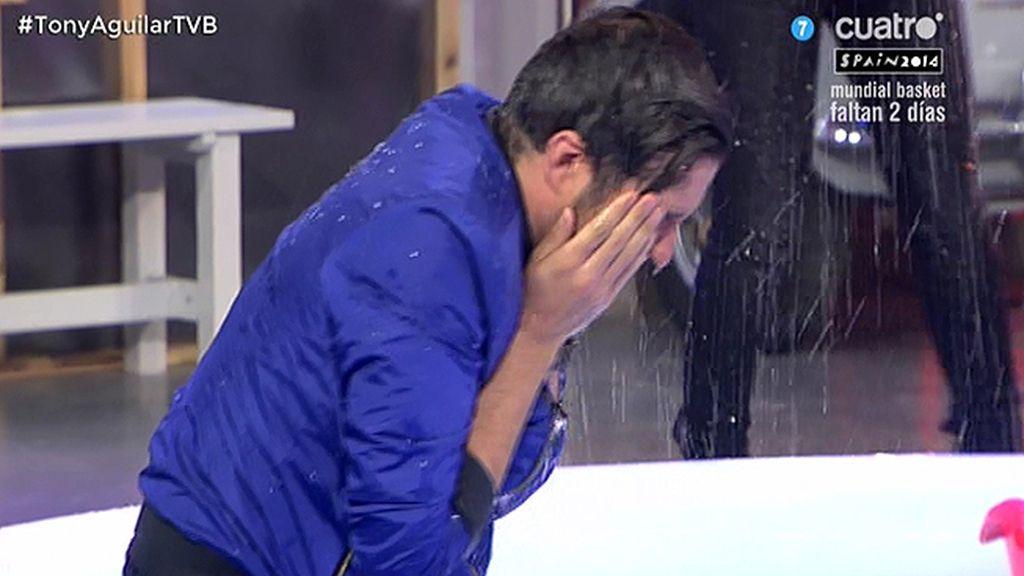 Xavi cumple con el reto #IceBucketChallenge