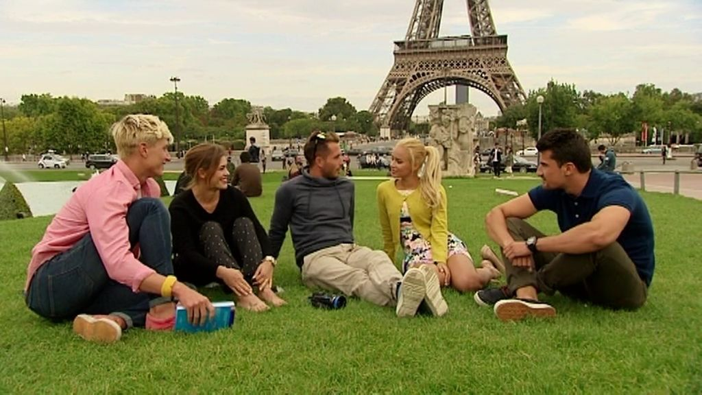 La reacción de Marta al saber que Nacho y Mateo han subido a la Torre Eiffel... ¡sin ella!