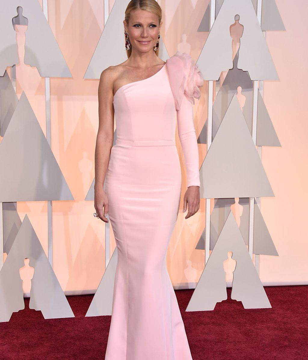 Gwyneth Paltrow, una de las más guapas en una alfombra roja pasada por agua
