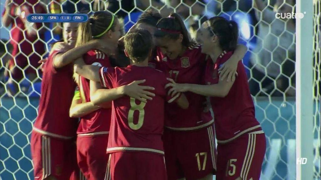 ¡Gol de España! Marta Torrejón marca tras un rechace en una falta directa (0-1)