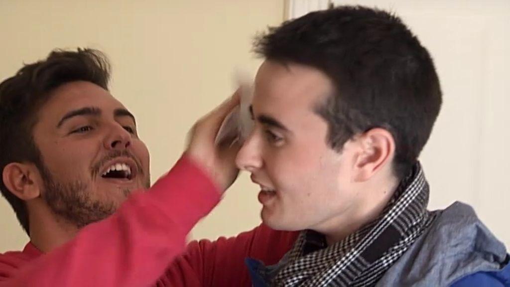 Fotos con Rajoy y toallitas autobronceadoras, objetos 'fetiche' de los 'simpáticos'