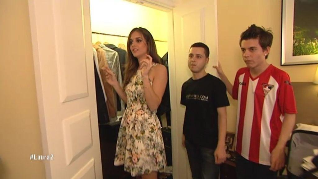 Laura y sus asesores 'registran' las habitaciones de sus caballeros