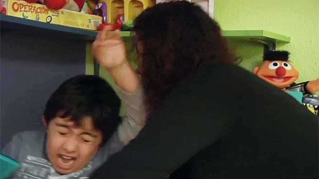 Miguel pega a su madre cuando intenta retirarle la consola