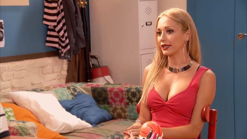 Sara, la nueva recepcionista del 'Gym Tony'