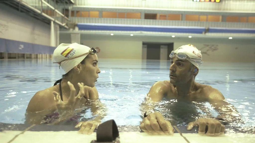 El reto de Ona Carbonell a Rafa Lomana: Aguantar en apnea debajo del agua