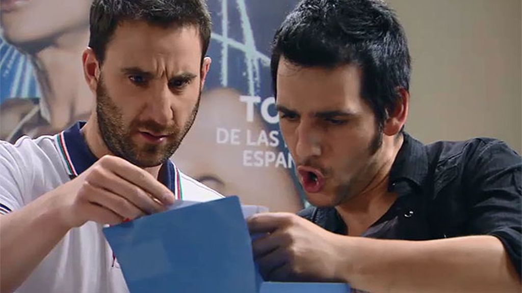 Juan y Mario alucinan con unas fotografías comprometidas del ministro