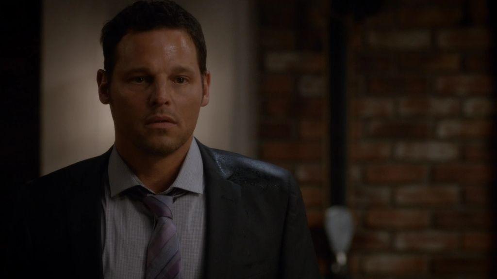 Karev pilla a Wilson en la cama con Andrew