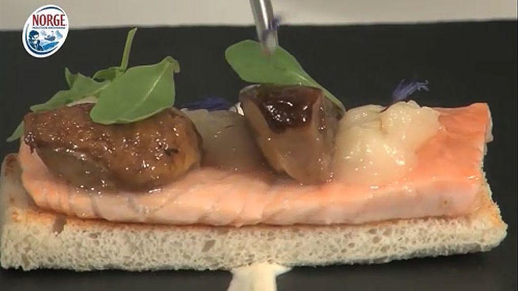 Tosta de Salmón Noruego Fresco con torta del casar y boletus