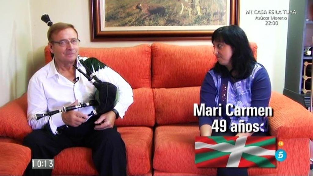 """Una mujer vasca y su marido gallego votan """"con mucho humor"""""""