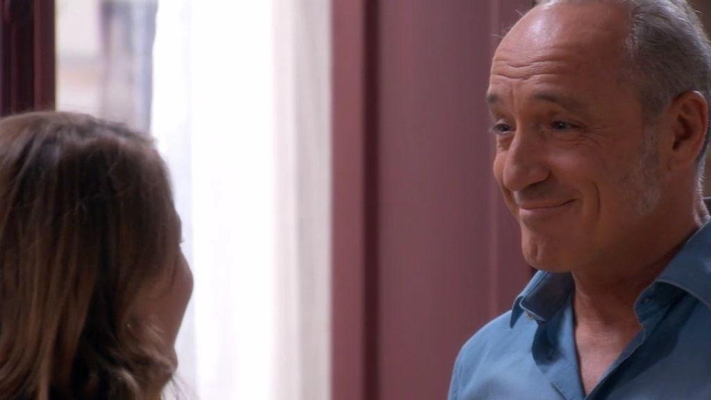 """Antonio, a Lucía: """"Debería alejarme de ti, pero me gustas mucho"""""""