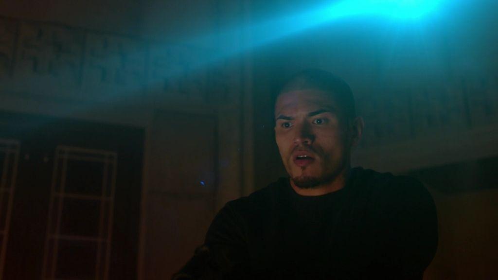 Gus, el ayudante de los vampiros protegido por la causa del amo