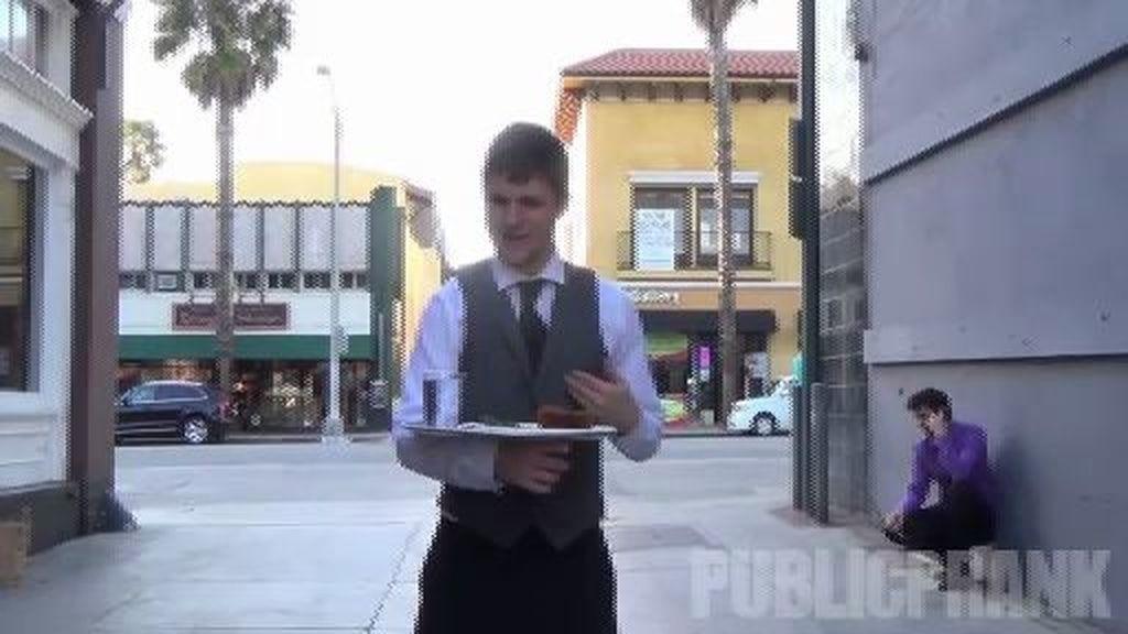 Un camarero para los sintecho