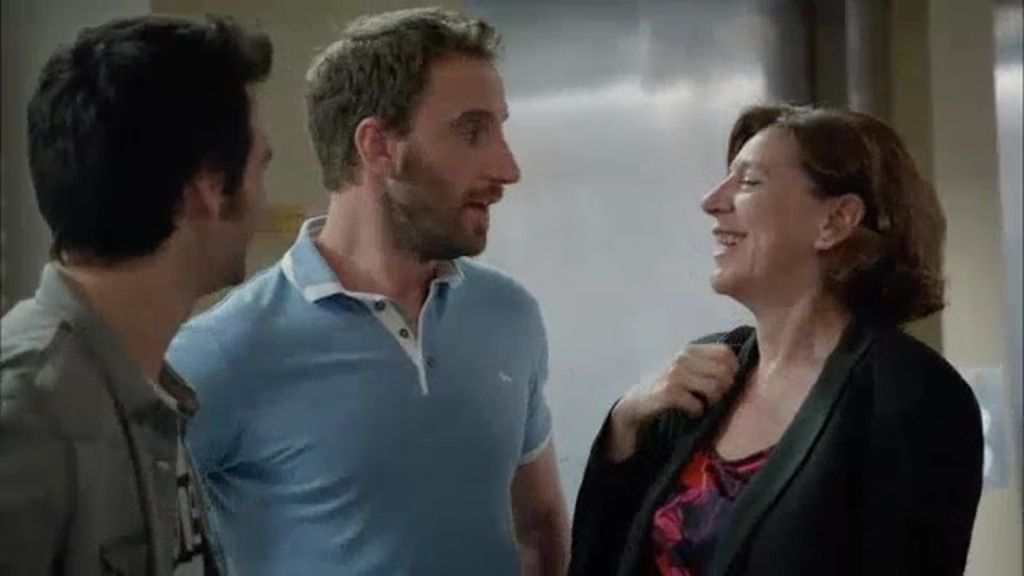 ¡Juan recibe la visita de su madre en el trabajo!