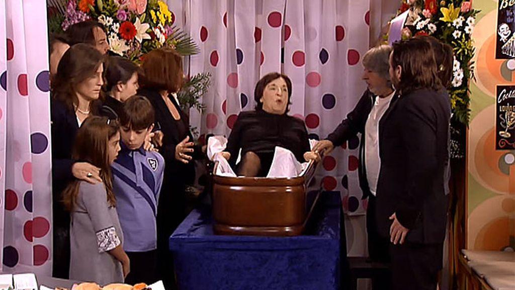 ¡La vieja maldita no está muerta!