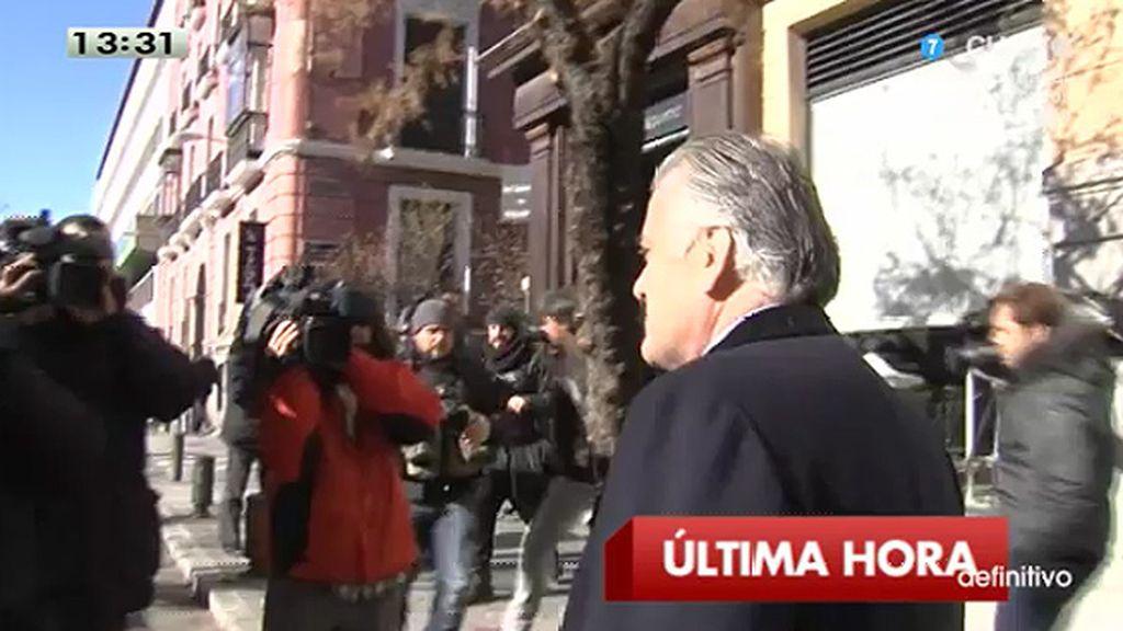 """Bárcenas, a la prensa: """"Se ha caído un pendrive y no es el mío"""""""