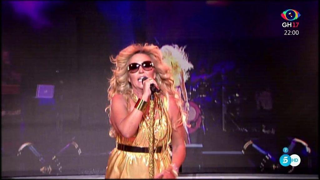 Lydia Rubio debuta con las melenas doradas al viento del ventilador