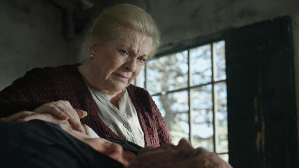Pilar se encierra con su hijo Carlos