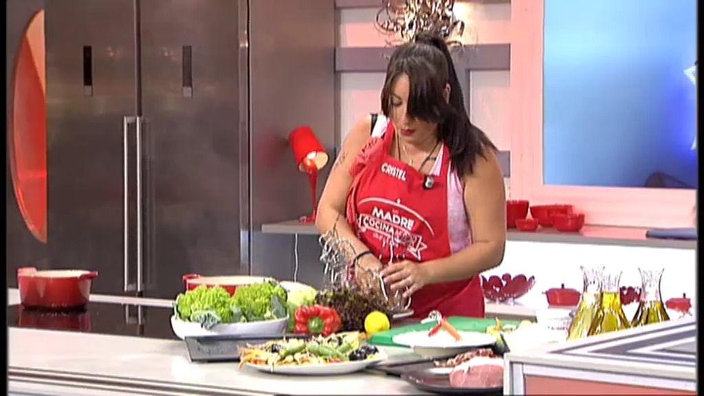Cristel se quita los zapatos y cocina al ritmo de 'Metálica'